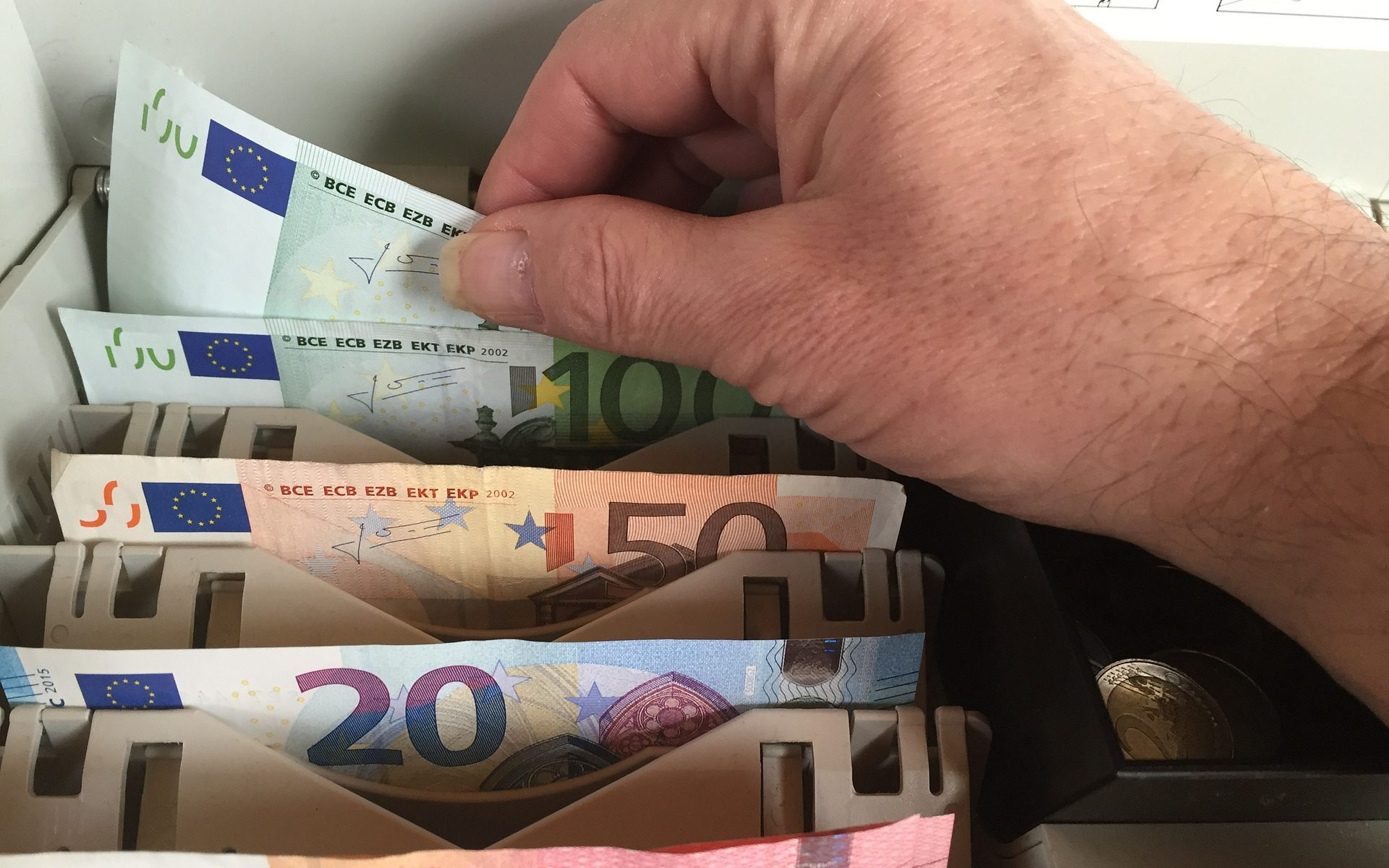 Воровство денег из кассы